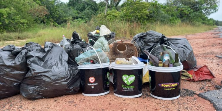 Porto Seguro: Plogging realiza ação de limpeza das praias